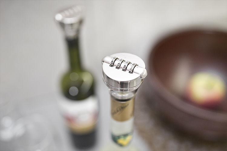 Kódový zámek na vršek láhve