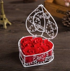 Soap roses in metal basket (white)
