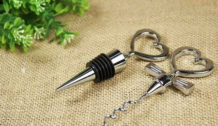 Heart shaped bottle stopper and opener - BLACK